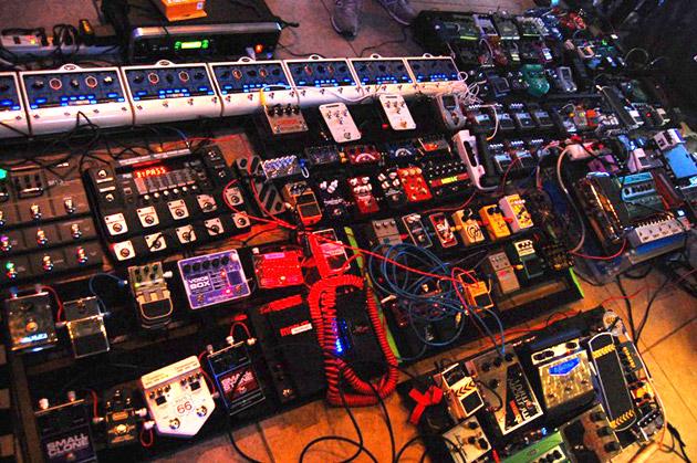 Www.performingmusician.com^pm^nov07^articles^pedalboardson Slash Guitar Rig Setup